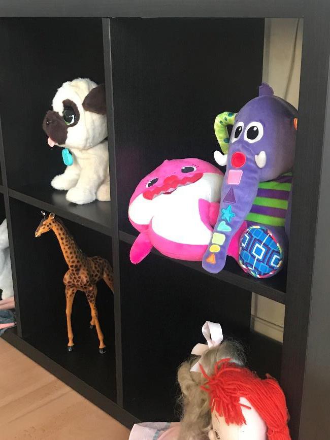 Hylla med leksaker